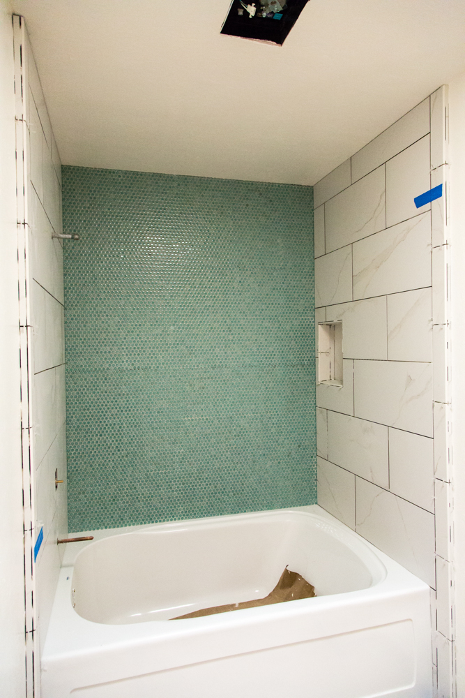 Bathtub with accent wall tile
